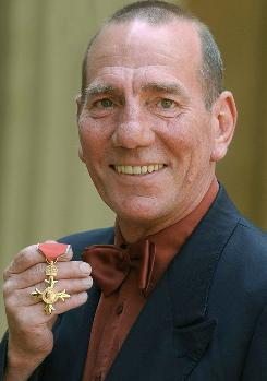 British actor Pete Postlethwaite displays his Order of the British Empire in 2004. Britain's Press Association has reported that Postlethwaite has died at the age of 64.