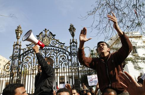 Egypt protesters fear revenge if Mubarak holds on