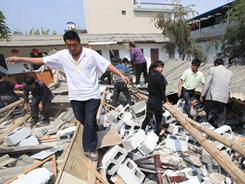Volunteers help search for victims trapped in rubble after an earthquake hit Yingjiang county in southwest China's Yunnan province on Thursday.