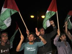 Palestinians support a reconciliation between the rival Fatah and Hamas movements in Gaza City on Wednesday.