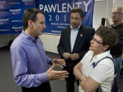 Tim Pawlenty talks to Iowa voter Vickie Dornfield.
