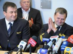 Captain Tadeusz Wrona, right, and co-pilot Jerzy Szwarc at a news conference at the headquarters of LOT Polish Airlines in Warsaw.