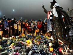 Memorial : The Penn State community gathers Sunday at the statue of Joe Paterno.