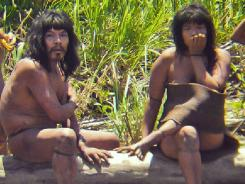 Uncontacted members of a family from the Mashco-Piro tribe in the southeastern Peruvian jungle have been appearing on the banks of a jungle river popular with tourists.