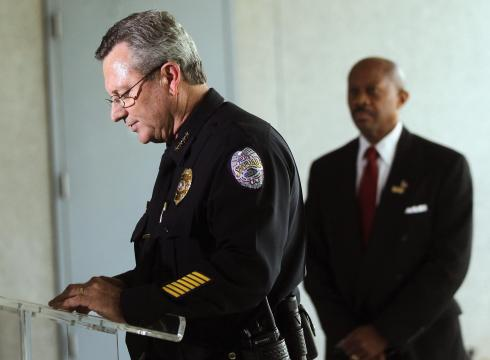 Police chief steps aside over Trayvon Martin case – USATODAY.