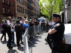 journalists gather at the site where New York police and FBI agents ...