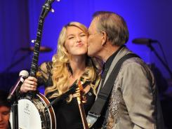 Glen Campbell takes the stage with daughter Ashley at the Library of Congress in Washington for Wednesday night's performance, hosted by the Alzheimer's Association.