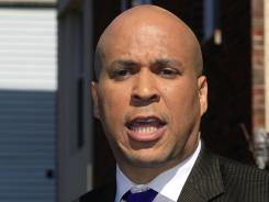 Newark Mayor Cory Booker again came to the aid of an accident victim.