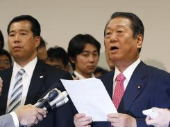 Lower House Parliament member Ichiro Ozawa and other lawmakers submitted their resignations to the Democratic Party of Japan on Monday.
