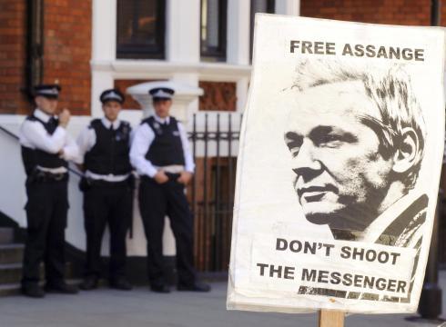 http://i.usatoday.net/news/_photos/2012/08/18/UK-Ecuador-seek-solution-to-Assange-deadlock-CB23I3RC-x-large.jpg