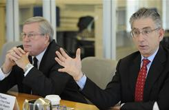 Financial Crisis Inquiry Commission Chairman Phil Angelides, right, and Vice Chairman Bill Thomas.