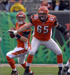 Eric Steinbach, shown blocking for Carson Palmer in 2006, will be changing colors in the AFC North after agreeing to a seven-year deal with the Browns.