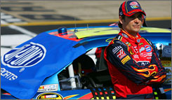 Jeff Gordon will start in a familiar spot after earning his fifth pole at Bristol.
