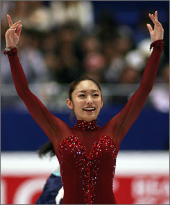 Gold medalist Miki Ando acknowledges the audience at the World Figure Skating Championships on Saturday.