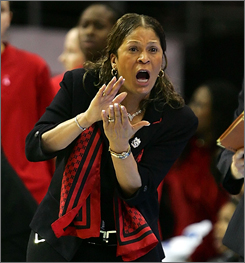 Rutgers coach C. Vivian Stringer reacts to a call during the Scarlets Knights' loss to Tennessee in the national title game.