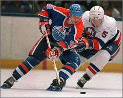 Wayne Gretzky's Edmonton Oilers had talented young players in the 1980s just like this year's Pittsburgh Penguins. Both teams relied on their ability to score.