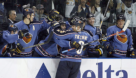 Keith Tkachuk celebrates with Atlanta teammates during a game last week. His in-season acquisition by GM Don Waddell helped send the Thrashers to the playoffs for the first time.