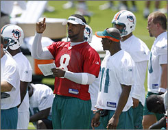 Daunte Culpepper talks with Dolphins top draft pick Ted Ginn, right, during a  minicamp practice earlier this month.