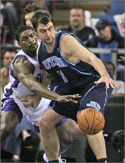 Kings swingman Ron Artest, shown swatting the ball away from Jazz center Mehmet Okur on April 6 in Sacramento, averaged more than two steals per game last season.