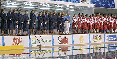 Brazilian and Cuban water polo players observe a minute of silence for the victims of this week's deadly air crash in Sao Paulo.