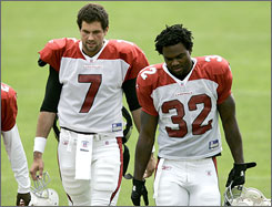 Edgerrin James. right, with Arizona quarterback Matt Leinart, will be running behind a fullback for the first time in his NFL career this season.