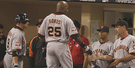 Barry Bonds gets a handshake from Giants manager Bruce Bochy leaving Saturday's game in the eighth inning. Bonds' son Nikolai stands next to Bochy and eyes his dad as he enters the dugout.