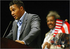 Felix Trinidad -- left, with Don King in tow -- speaks during a promotional news conference ahead of his last fight, in 2005 vs. Winky Wright.