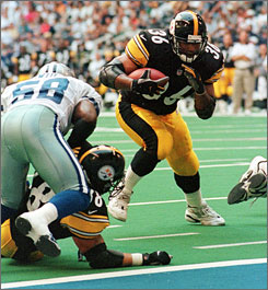 Former Steelers running back Jerome Bettis, shown in this July 30, 2000, photo, says he lied to the team about an injury to prevent Pittsburgh from cutting him.