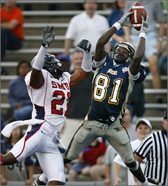 Rice's Jarrett Dillard hauled in 91 catches for 1,274 yards and 21 touchdowns last year.