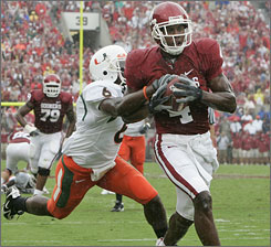 Malcolm Kelly heads to the end zone for one of his three touchdowns as Oklahoma dominated Miami.