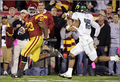 Southern California running back Chauncey Washington hopes to find the end zone against Oregon as he did on this 43-yard run last year.