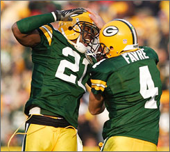 """This is the most relaxed and carefree team I've ever been around,"" Brett Favre says of the 8-1 Green Bay Packers."