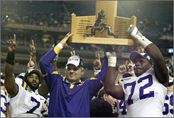 LSU head coach Les Miles signed a four-year contract worth $12 million. The extension came less than a week after Miles led the Tigers to a berth in the national championship.