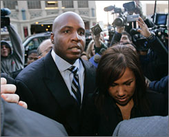 Barry Bonds arrives at the federal courthouse in San Francisco with his wife Liz before his arraignment Friday morning.