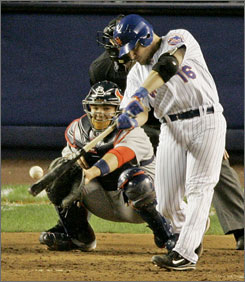 Former New York Mets catcher Paul LoDuca signed a 1-year deal with the Washington Nationals on Tuesday.