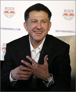 Juan Carlos Osorio, most recently a Chicago Fire assistant, served as an assistant and conditioning coach with the MetroStars in 2000 and 2001 and was the team's first choice to succeed Bruce Arena.