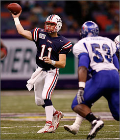 Florida Atlantic quarterback Rusty Smith went 25-of-32 for 336 yards, five touchdowns and an interception in the Owls' first bowl triumph.