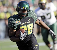 Jonathan Stewart rushed for a Sun Bowl-record 253 yards Monday, but here he scores on a 7-yard touchdown catch in the third quarter against South Florida during Oregon's 56-21 win in El Paso.