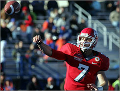 Fresno State quarterback Tom Brandstater throws for some of 285 yards against Georgia Tech during a 40-28 Humanitarian Bowl win at Bronco Stadium Monday.