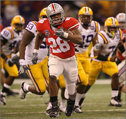 Chris Wells will return for his junior season to bolster the Ohio State running game.