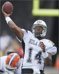 Marshall quarterback Bernard Morris threw for 172 yards and a touchdown in the first half to lead the Aina (East) to a 38-7 rout of Kai (West) in the Hula Bowl.
