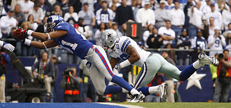 Giants receiver Amani Toomer leaps across the goal line with a touchdown in the closing seconds of the first half. Toomer had two touchdowns in New York's defeat of Dallas that clinched a spot in the NFC Championship Game.