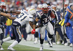 Kevin Faulk was a safety valve for Patriots quarterback Tom Brady against the Chargers.