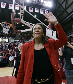 C. Vivian Stringer joins Tennessee's Pat Summitt and former Texas head coach Jody Conradt as the only women's basketball coaches to win 800 games.