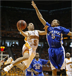 Tennessee's Chris Lofton, left, goes to the hoop for a shot against Kentucky's Derrick Jasper.