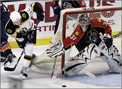 Florida Panthers backup goalie Craig Anderson has set a record for saves in a shutout and in back-to-back shutouts.