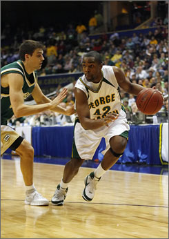 George Mason senior Folarin Campbell, right, was a sophomore when the Patriots made their Cinderella run to the Final Four in 2006.