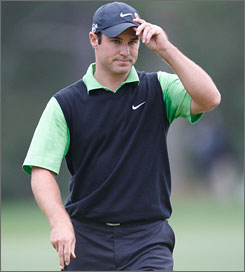 After shooting 69 on Saturday, Trevor Immelman has the lead for the third straight round at The Masters.
