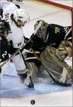 Marty Turco, shown blocking a shot from Anaheim's Teemu Selanne, nearly had a shutout in the Stars' 3-1 win over the Ducks on Thursday.