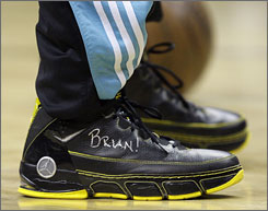 Chris Paul's shoes were dedicated to an 8-year-old fan that died before being able to attend a Hornets game.
